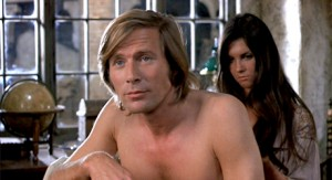 Captain Kronos (Horst Janson, left) and his female companion Carla (future Bond girl Caroline Munro, right).