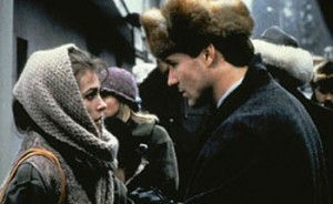 Arkady Renko (William Hurt, right) tries to shed a light on the role of Irina Asanova (Joanna Pacula, left) in the brutal murder of three people.