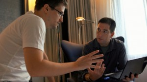 Edward Snowden (left) explains Glenn Greenwald (right) how it's done.