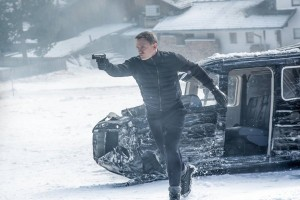 James Bond (Daniel Craig) pursues almost invisible enemies.